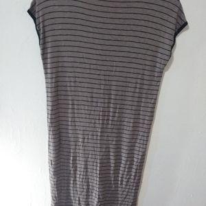 Sleeveless fit dress.